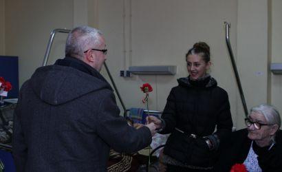 Më shumë vëmendje dhe përkujdesje për gratë në vështirësi dhe në nevojë. Kryebashkiaku Sotiraq Filo iu uron 8 Marsin pacienteve të shtruara në Spitalin Rajonal të Korçës.