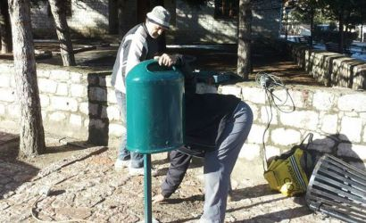 Vendosen kosha te mbeturinave ne fshatin turistik Voskopoje