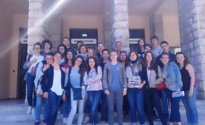 Nxënës francezë vizitojnë Bashkinë e Korçës