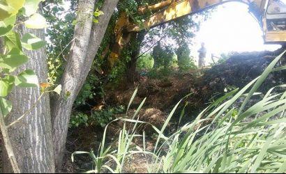 Pastrimi i kanaleve kullues në fshatin Shamoll