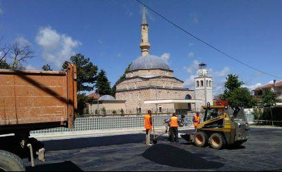 "Rijetëzimi i sheshit tek xhamia ""Iliaz Bej Mirahori"""