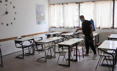 """Dezinfektimi i ambienteve në shkollën """"Themistokli Gërmenji"""""""