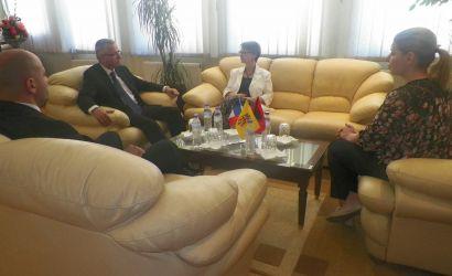 Ambasadorja franceze Christine Moro viziton Bashkine Korce