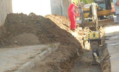 Vazhdon shtrimi i rrjetit te kanalizimeve ne lagjet 4,10 dhe 14