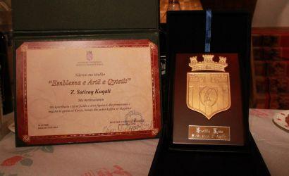 """I jepet çmimi """"Emblema e Artë e Qytetit"""" piktorit Sotiraq Kuqali"""