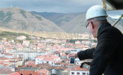 Peter Wilson vlereson ecurine e projekteve te medha te Korces