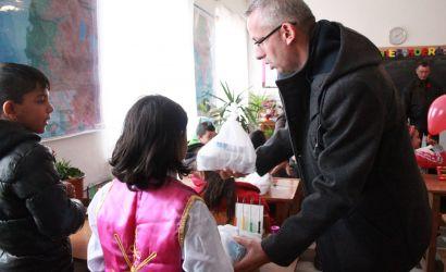 """Bashkia jep bursa ushqimore për 300 fëmijë në shkollën """"Naim Frashëri"""""""